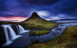 kirkjufell-islandiya-gora